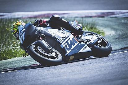 Au tour de Karel Abraham de tester la KTM