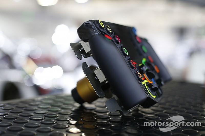 Porsche 919 Steering Wheel – Multi tasking at racing speed