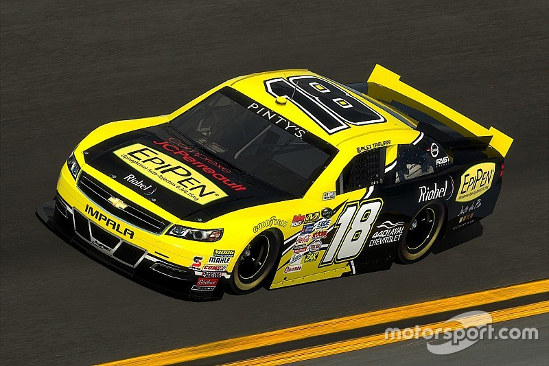 Pier-Luc Ouellette à la course d'ouverture de la série NASCAR Pinty's