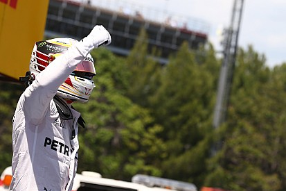 "Hamilton alfineta Rosberg: ""fiz 3 poles das 3 que disputei"""
