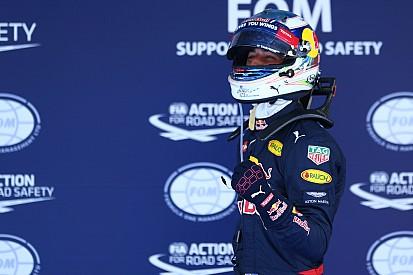 Feliz em estar à frente das Ferraris, Ricciardo comemora 3º