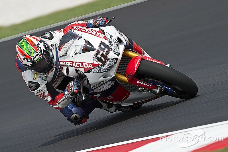 Hayden regola Giugliano e vince la prima gara in Superbike a Sepang!