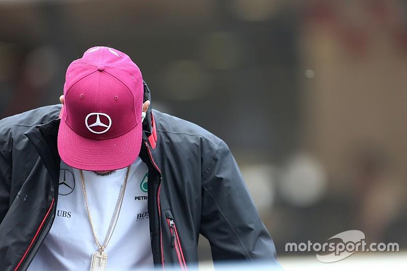 """Lauda culpa a Hamilton por un choque """"estúpido"""" con Rosberg"""