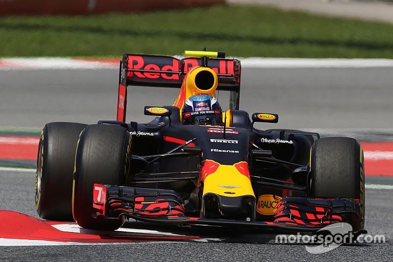 Verstappen vence na Espanha em dia de batida das Mercedes