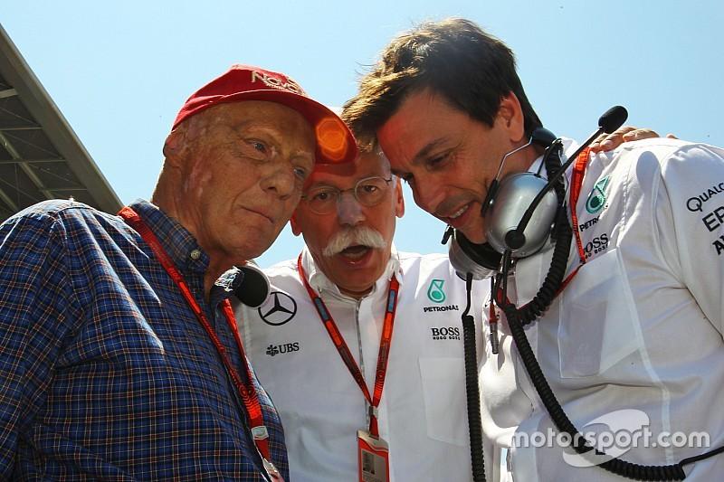 "Lauda culpa Hamilton por acidente ""estúpido"" com Rosberg"