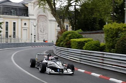 Pedro Piquet escapa de acidente e pontua na corrida 3 em Pau