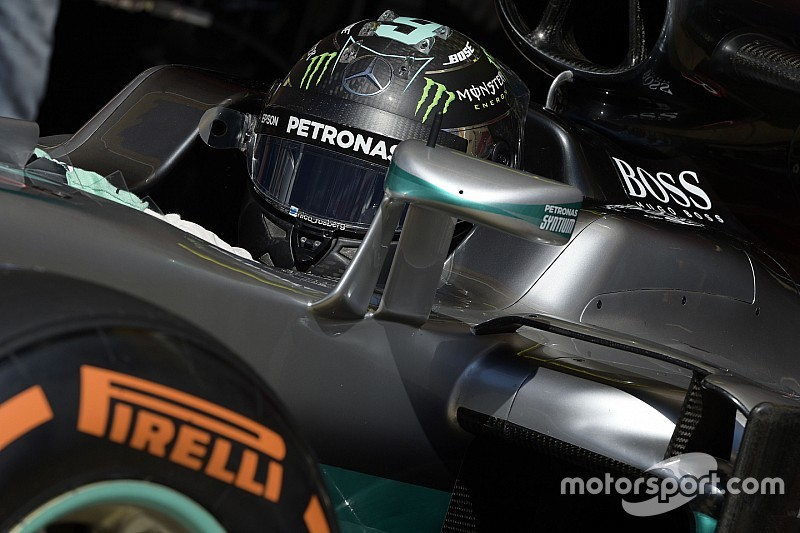 Rosberg et Mercedes au travail, la concurrence s'organise