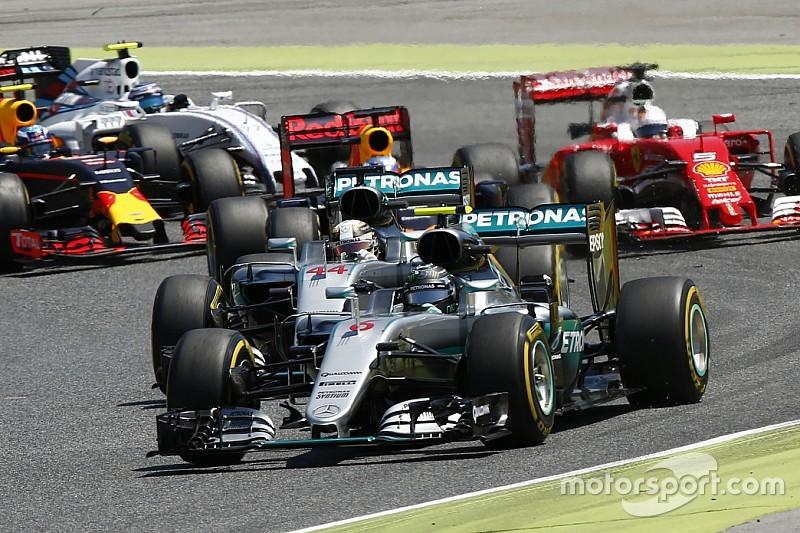 Прост поддержал вердикт судей по аварии гонщиков Mercedes
