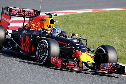 Verstappen mantém tempo da manhã e lidera teste na Espanha