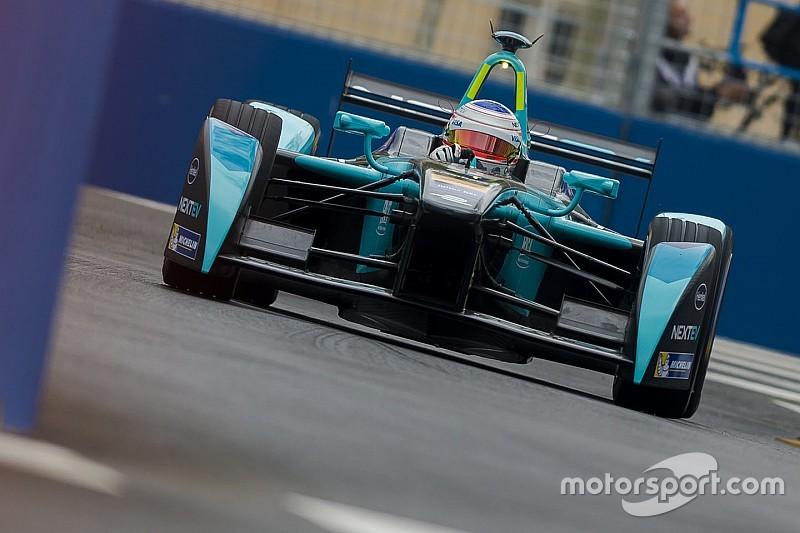 Formule E Berlijn: Piquet Jr snelst, Sarrazin crasht hard