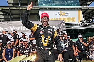 IndyCar 突发新闻 第100届Indy 500排位赛:欣奇克利夫获得杆位