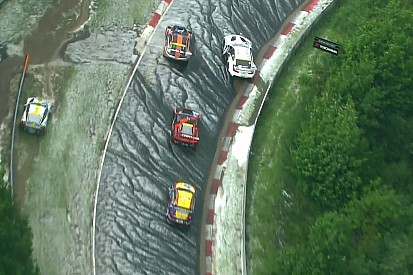 24u Nürburgring: Noodweer zorgt voor rode vlag, Buurman aan kop