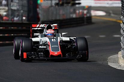 """Atrapalhado por Mercedes, Grosjean reclama: """"eu que me f***"""""""