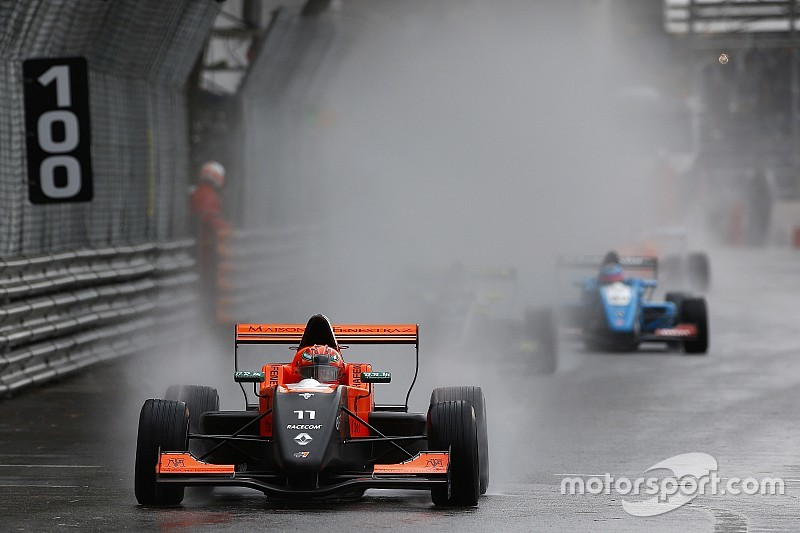 Pluie d'incidents en Formule Renault 2.0