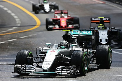 "Mercedes salue le ""véritable esprit d'équipe"" de Rosberg"