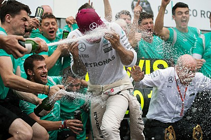Hamilton da un voto de confianza a los mecánicos de Mercedes