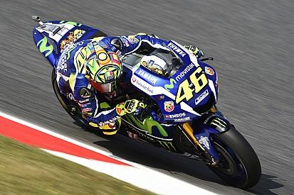 MotoGP Barcelona: Rossi snelste in warm-up, Salom herdacht