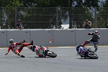 Fotostrecke zum MotoGP-Crash: Andrea Iannone räumt Jorge Lorenzo ab