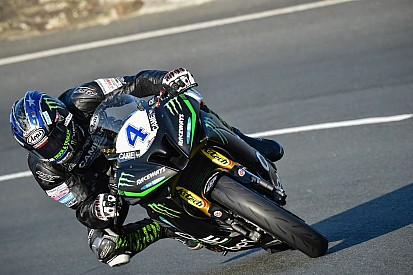 TT 2016, Ian Hutchinson vince gara 1 in Supersport