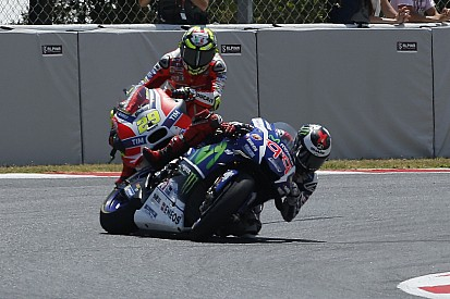 """Pernat sul crash Iannone-Lorenzo: """"Non difendo l'indifendibile, però..."""""""