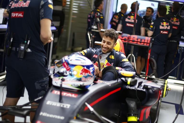 Ricciardo nem is érti, mit csinált Kvyat a rajt után - nem volt hely!