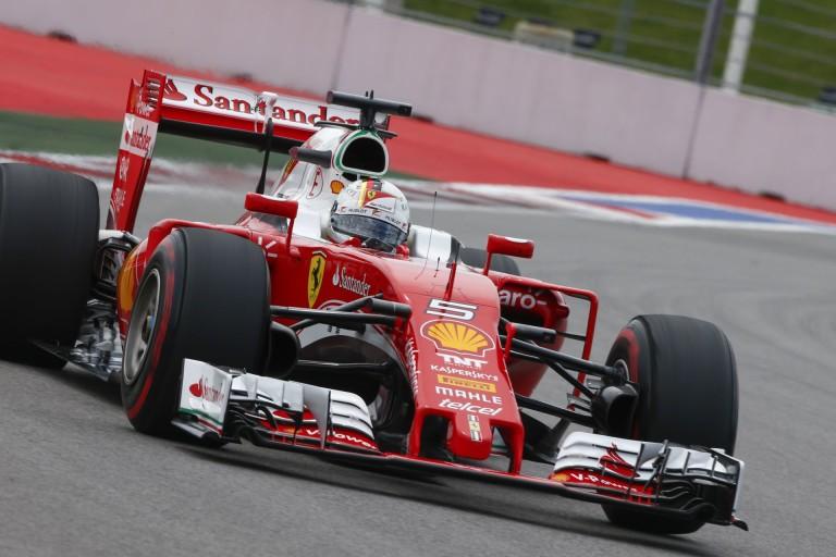 Egymás mellett Vettel és Kvyat onboardja: elképesztő, hogy mit csinált az orosz