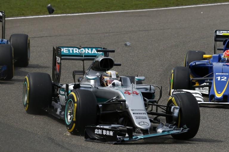 Tényleg van valaki, aki azt gondolja, hogy a Mercedes szabotálja Hamilton versenyeit? Édes Istenem...