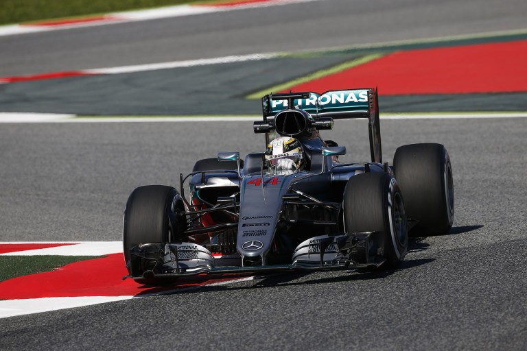 Hamilton alatt mintha egy totálisan másik Mercedes dolgozna: mi történt?