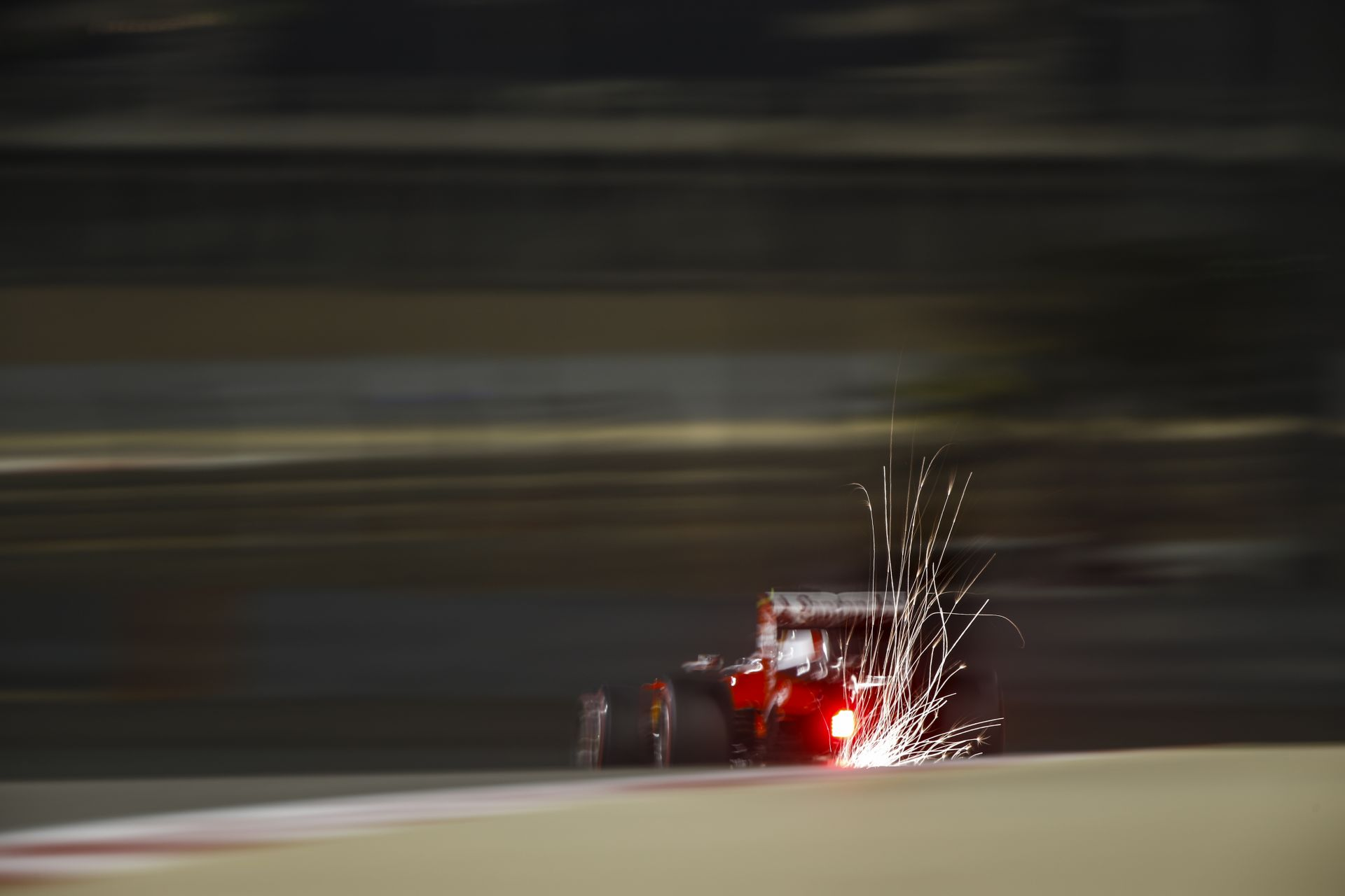 A Ferrari talált valamit Bahreinre, ami bő 4 tizedet hozott, de csak egy körig bírják vele