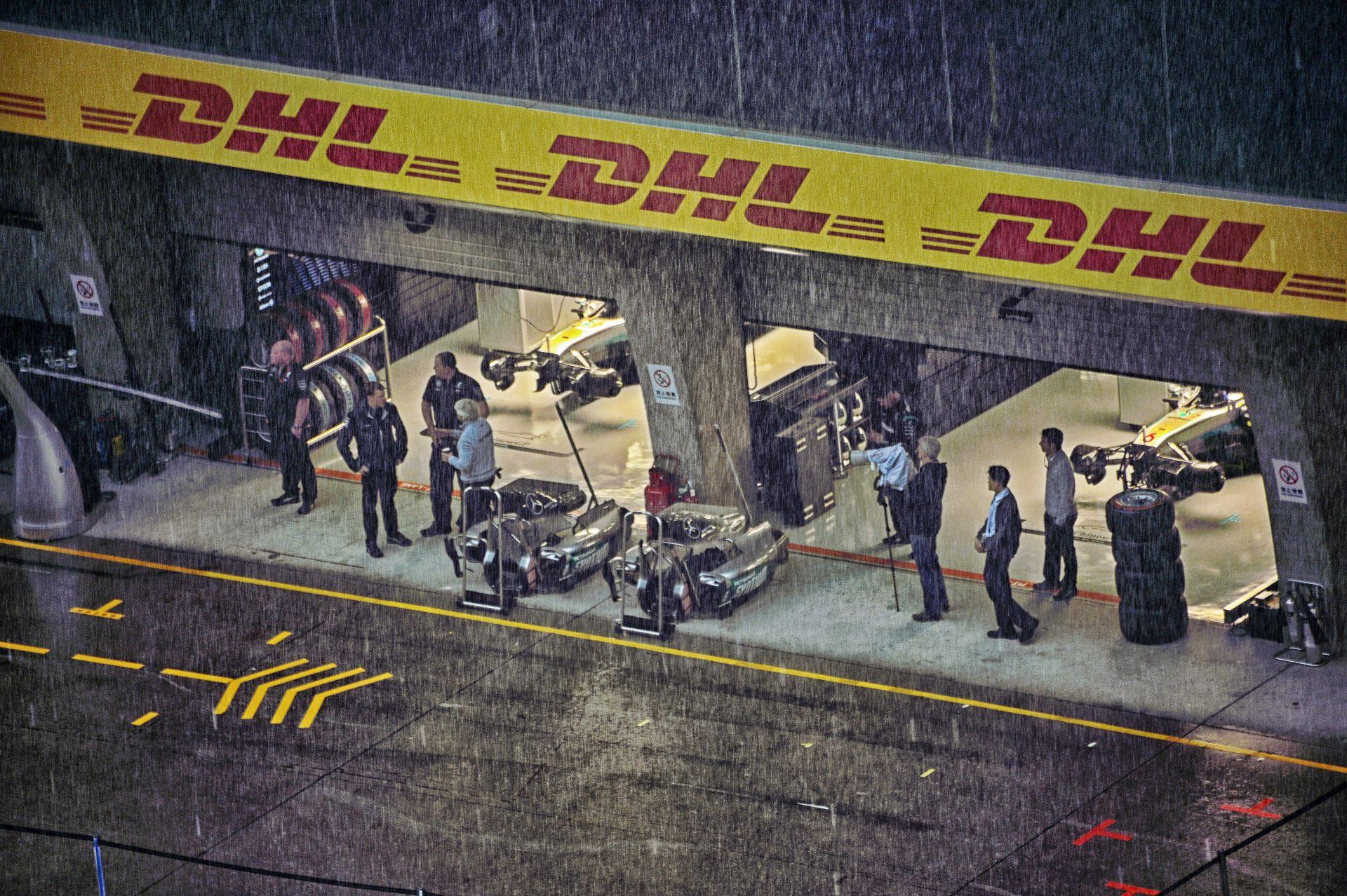 Hamilton a lágy abroncson rajtol holnap – tűzijáték tőle, rossz taktika a Ferraritól?