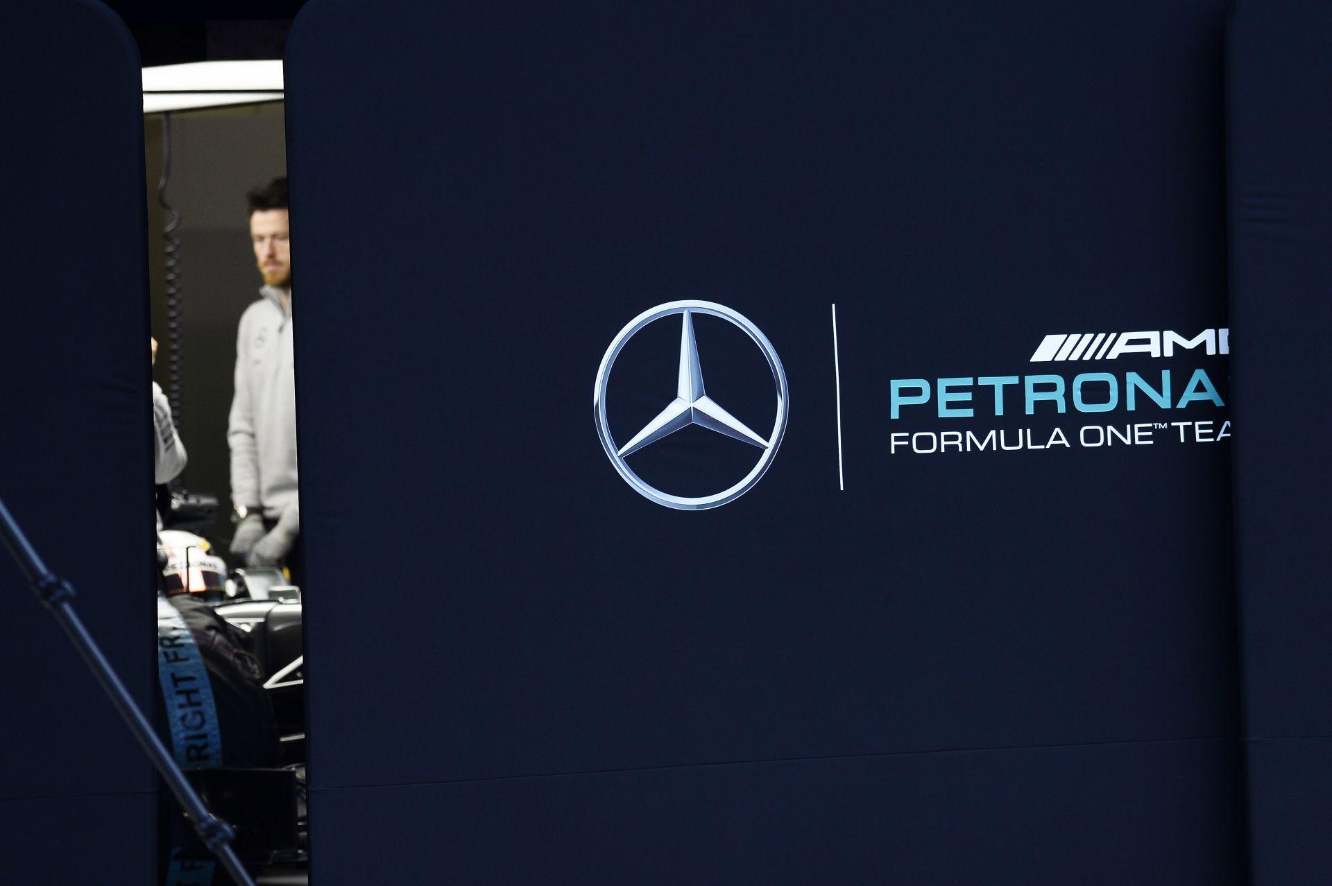 Lehet itt hype-olni a Mercedest, Hamiltont ez nem hatja meg