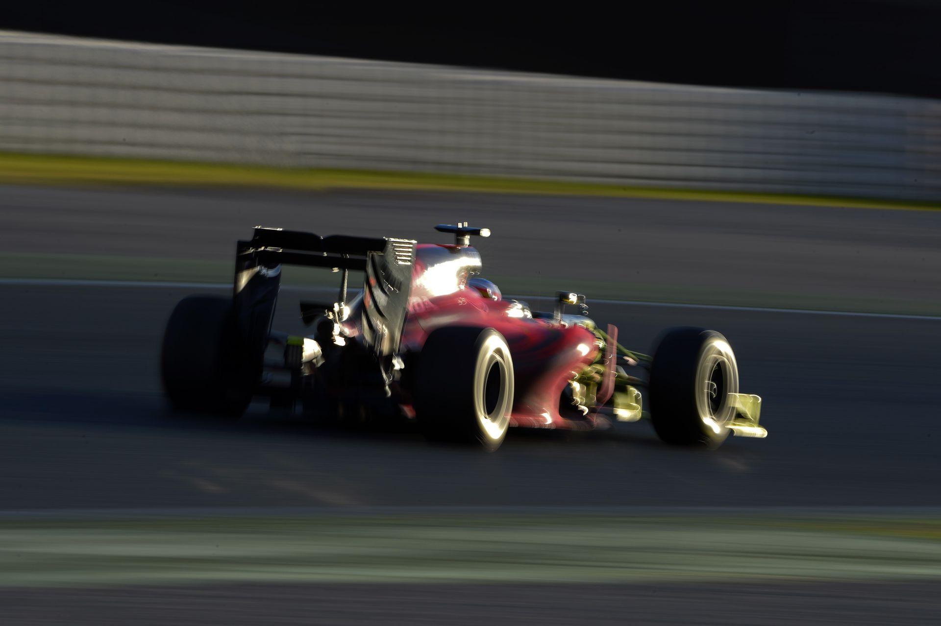 Alonso kivárja a 2017-es autót, és majd utána dönt a jövőjéről