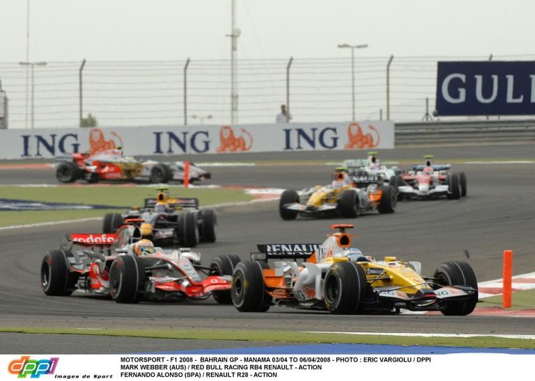 Hamilton és Alonso emlékezetes ütközése Bahreinből