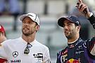 A mosolygós Ricciardo nagyon jóban van Buttonnal, néha együtt söröznek