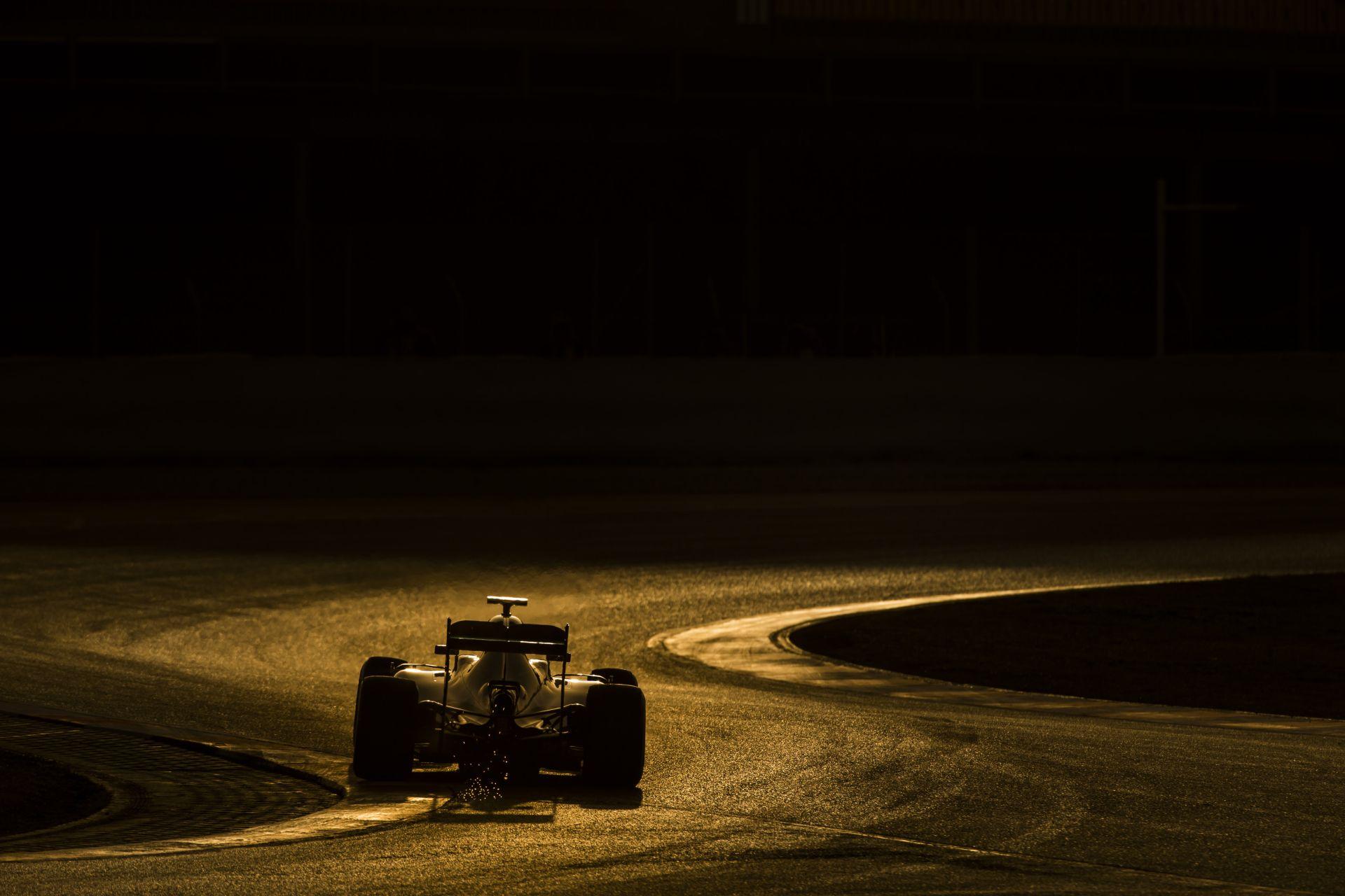 A Mercedes-Ferrari-McLaren trió ugyanabban a kanyarban: milyen íveken?