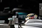 Videón, ahogy Hamilton ráhozza a fotósra a halálfélelmet a Mercedesszel