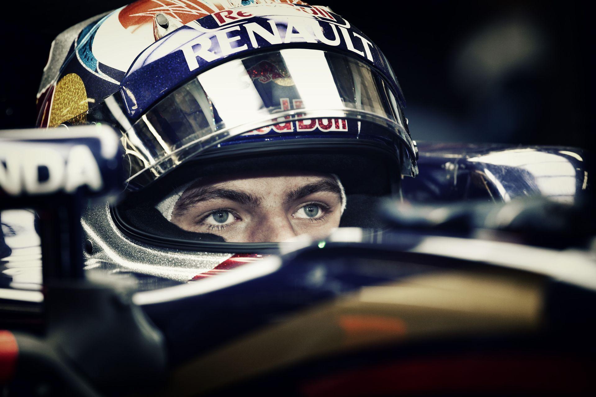 Verstappen: A Ferrari erőforrása körönként egy másodpercet hozhat a Toro Rossonak