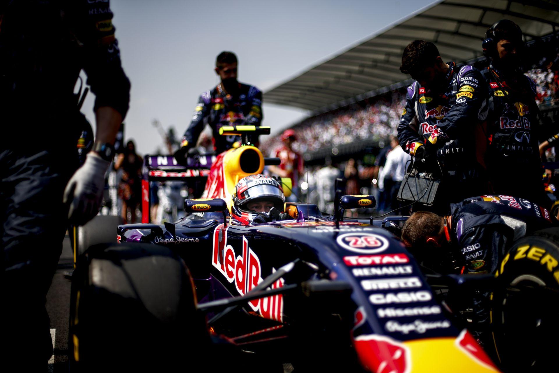 Mateschitz döntésére várnak a felek: mégis folytatódik a Red Bull-Renault kapcsolat?
