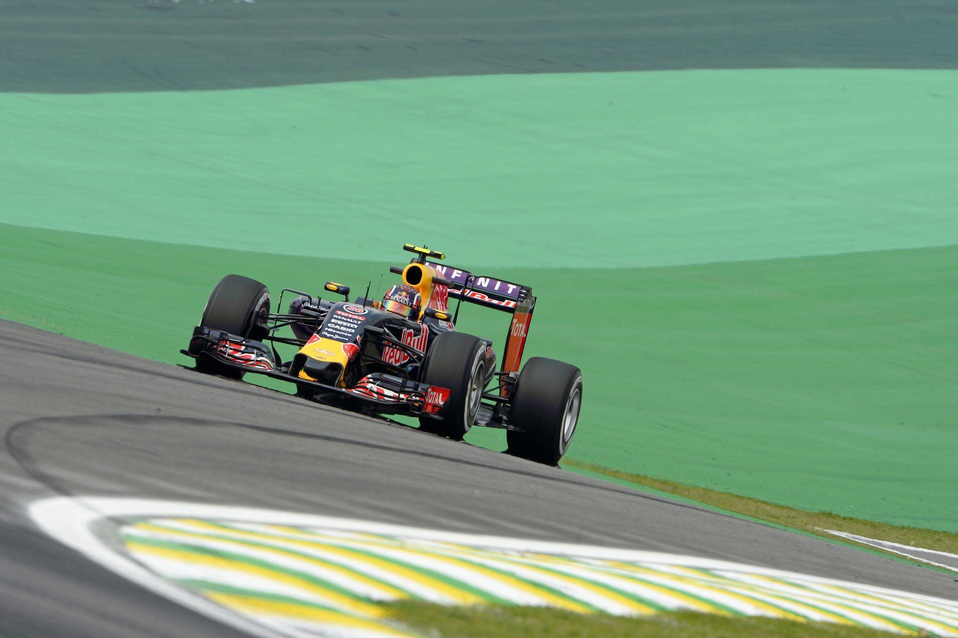 Ricciardo és Kvyat is fiatal még így nagyszerű hír, hogy jövőre is versenyezhetnek a Red Bullal!