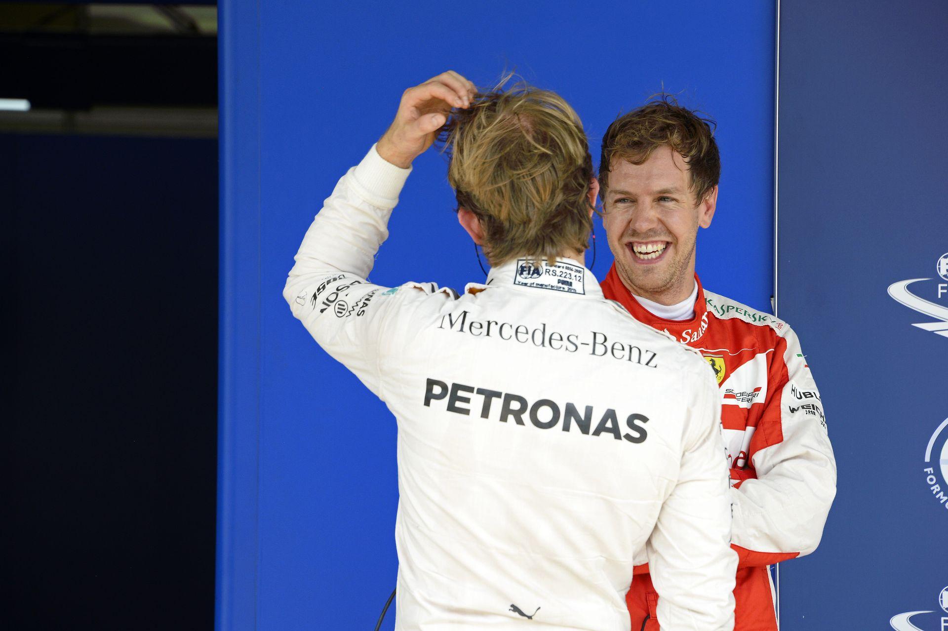 Vettel úgy tekint magára, mint Hamilton és Rosberg terapeutája