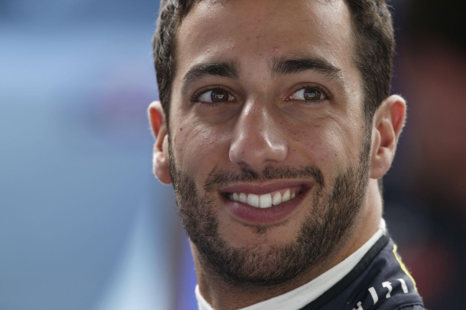 Amit biztosan látnod kell! Ehhez képest Hamilton sehol nincs: így rappel Ricciardo