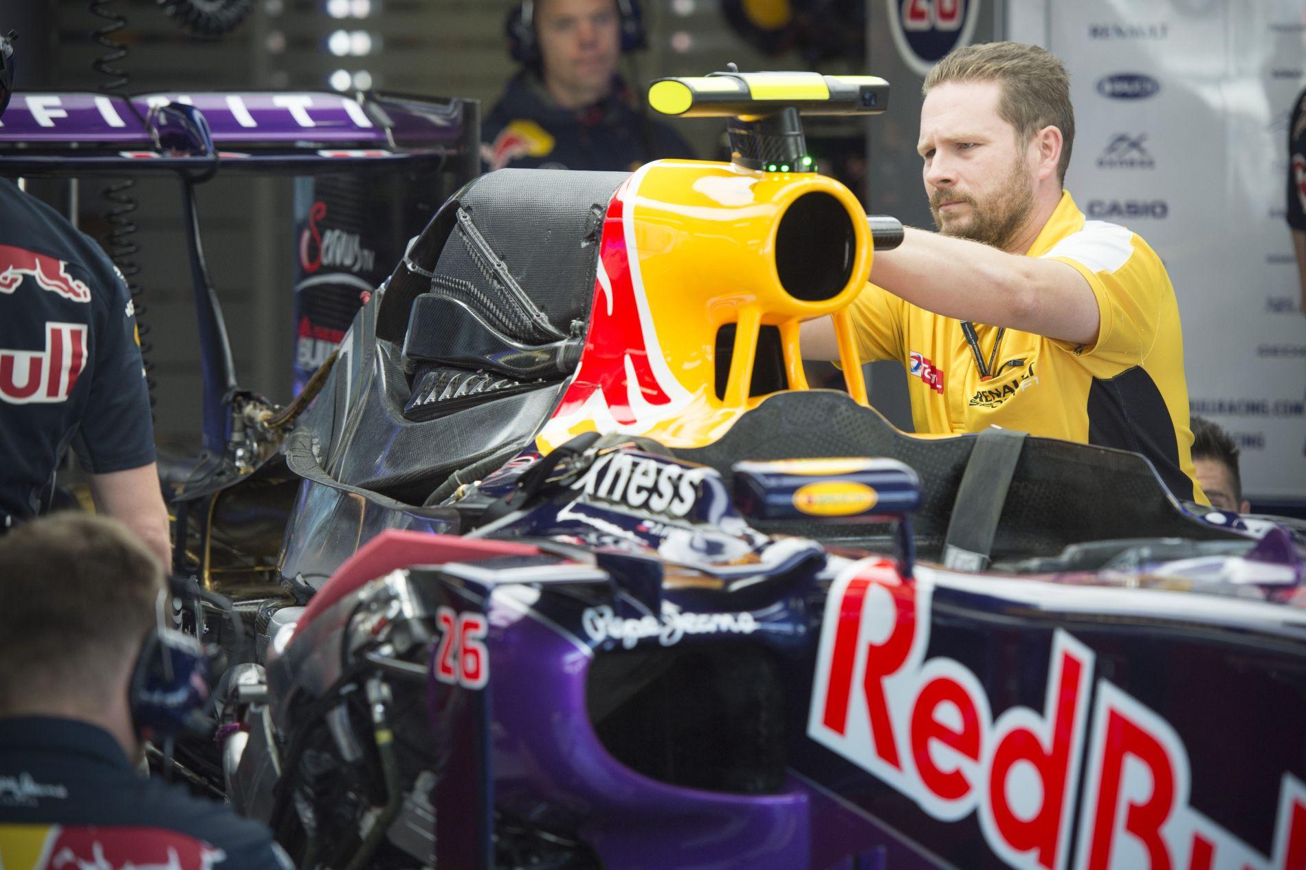 Mire megy ki a játék a Red Bullnál?! Tényleg ennyire ráérnek a motorral?!