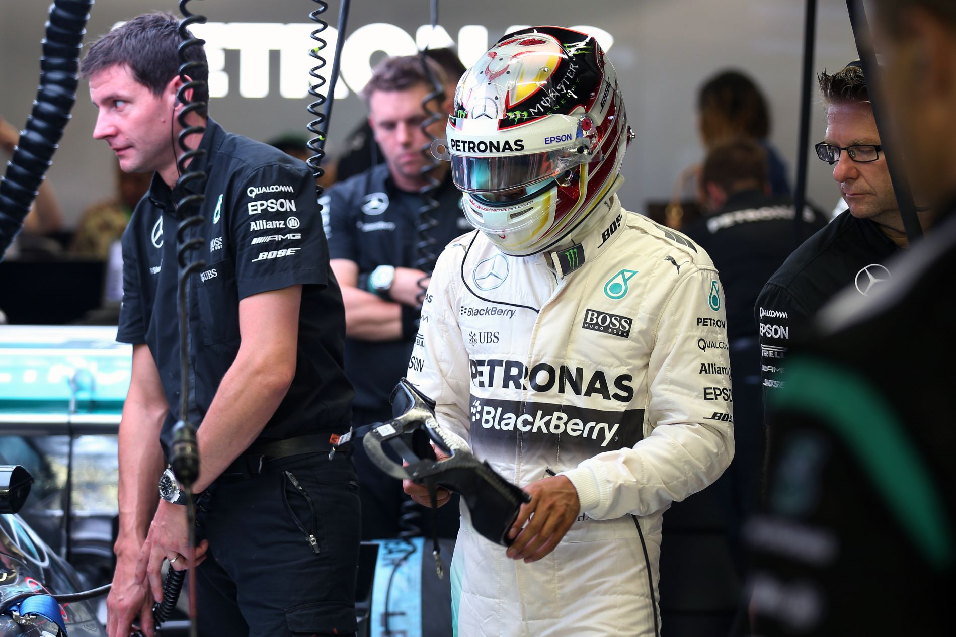 Hamilton és Rosberg túltette magát a furcsa Szingapúron, jöhet Szuzuka, az egyik legjobb pálya!