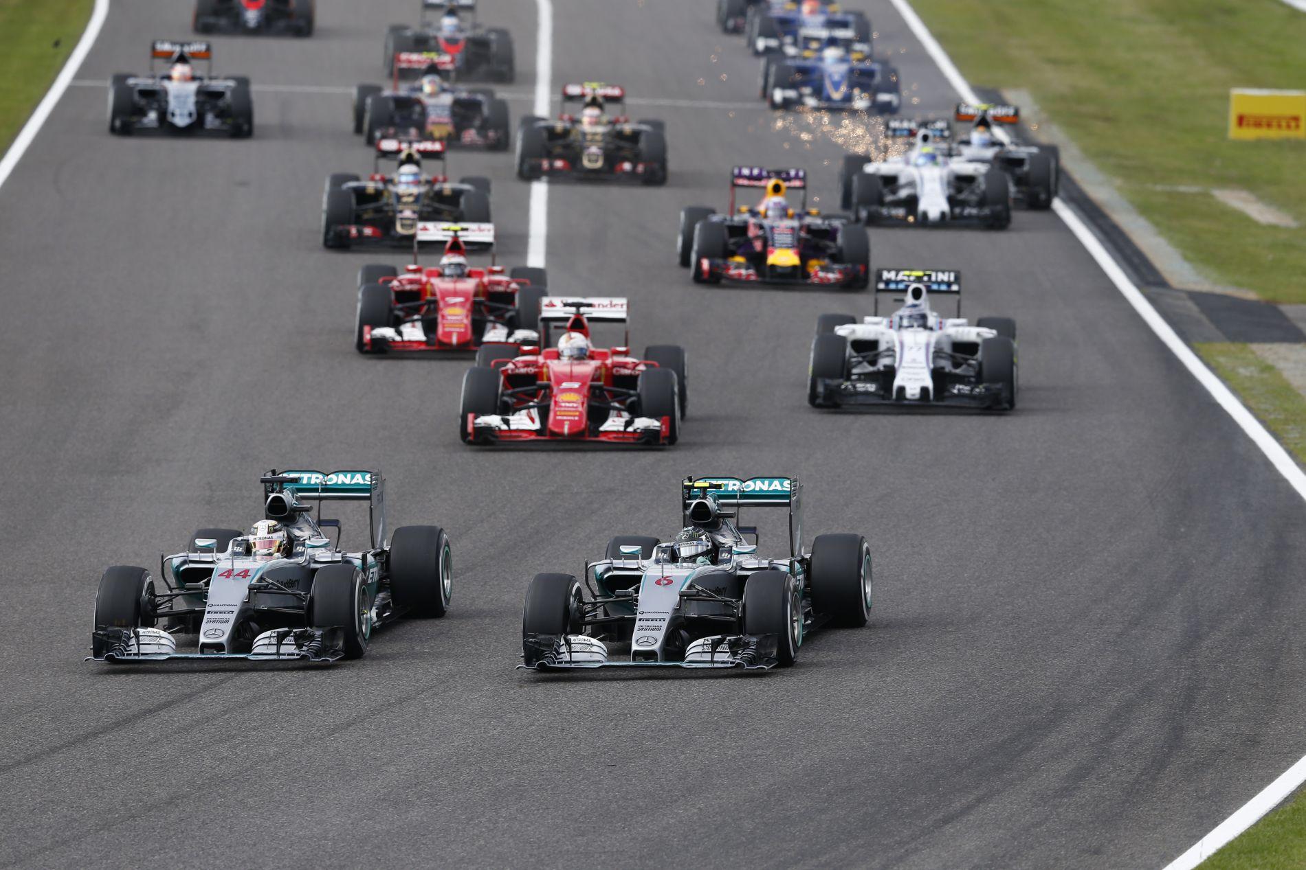 """Év végéig neccesek lesznek a Mercedes rajtjai: ha minden rendben, remekel a """"forró kuplung"""""""