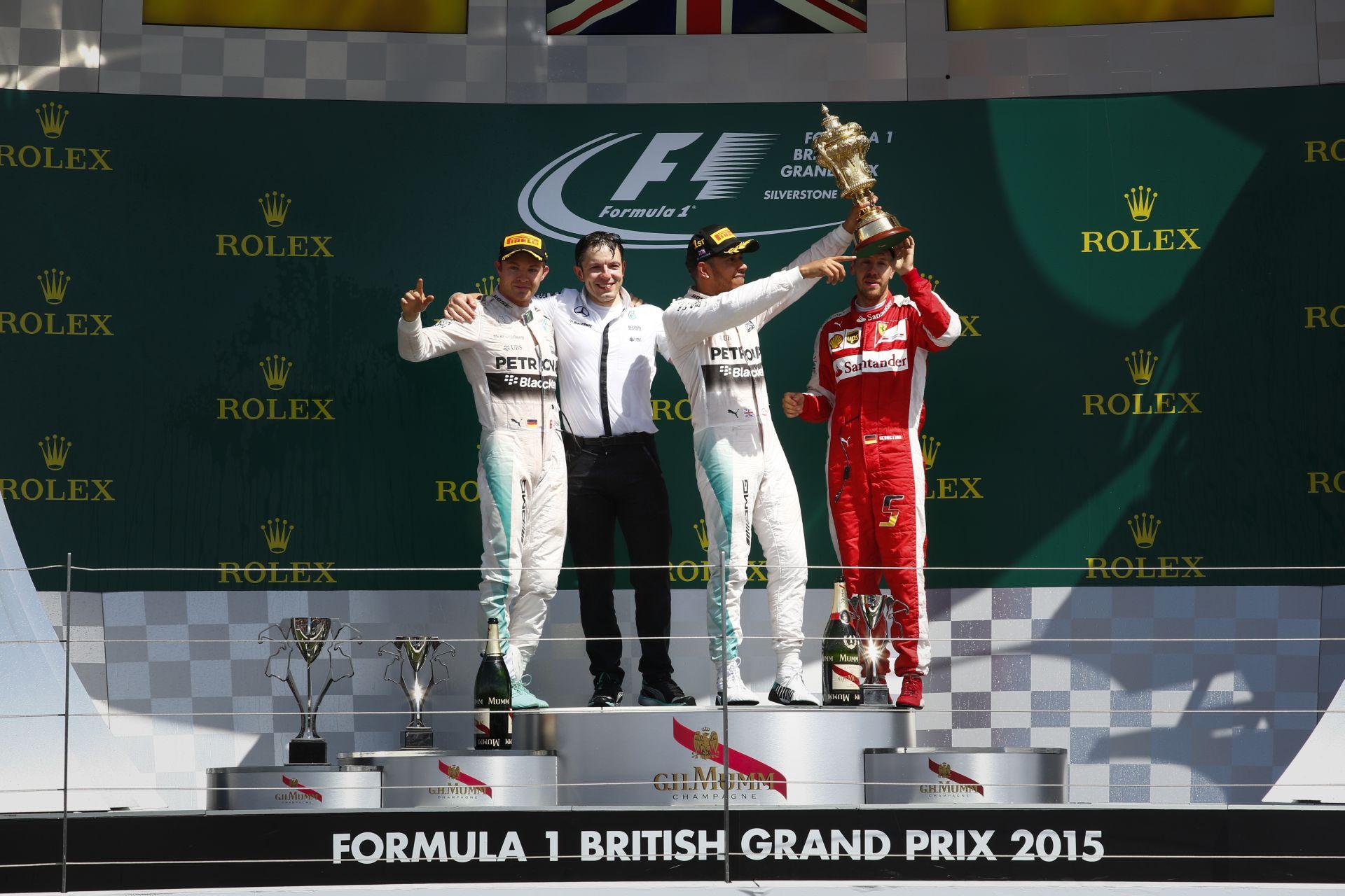 Hamilton továbbra is rekordokat döntöget - a Brit Nagydíjon utolérte Vettelt!