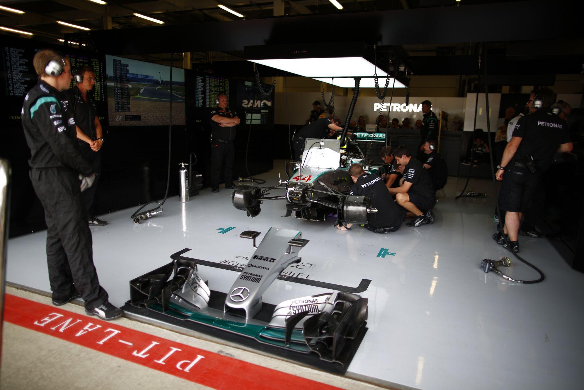 Spórolna az FIA: 10 felfüggesztés, 20 első szárny egy szezonra?!