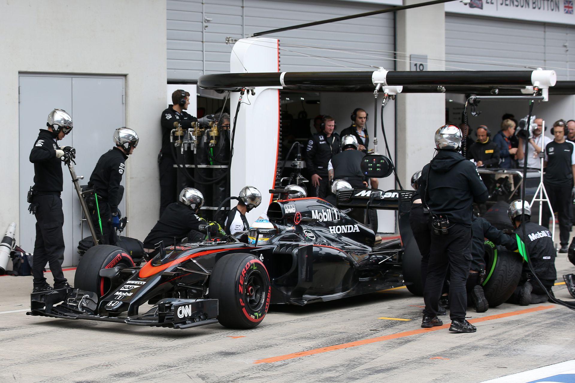 Egy másodperc még biztosan van Alonso és Button McLaren-Hondájában: Dobogóra állnának, még idén!