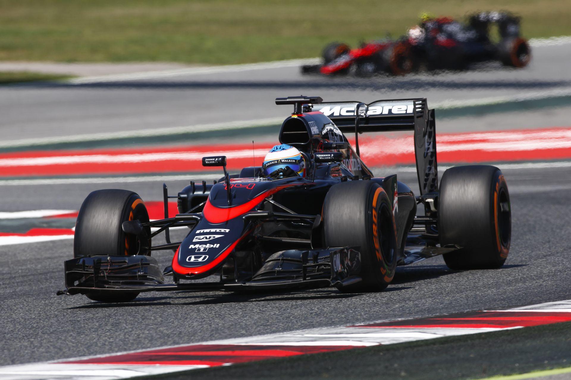 Alonso a magyar rajongók miatt kezdte el tolni a McLarent