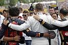 Könnyfakasztó: Videó, ahogy az F1-es versenyzők összeállnak a Hungaroring rajtrácsán Bianchi tiszteletére