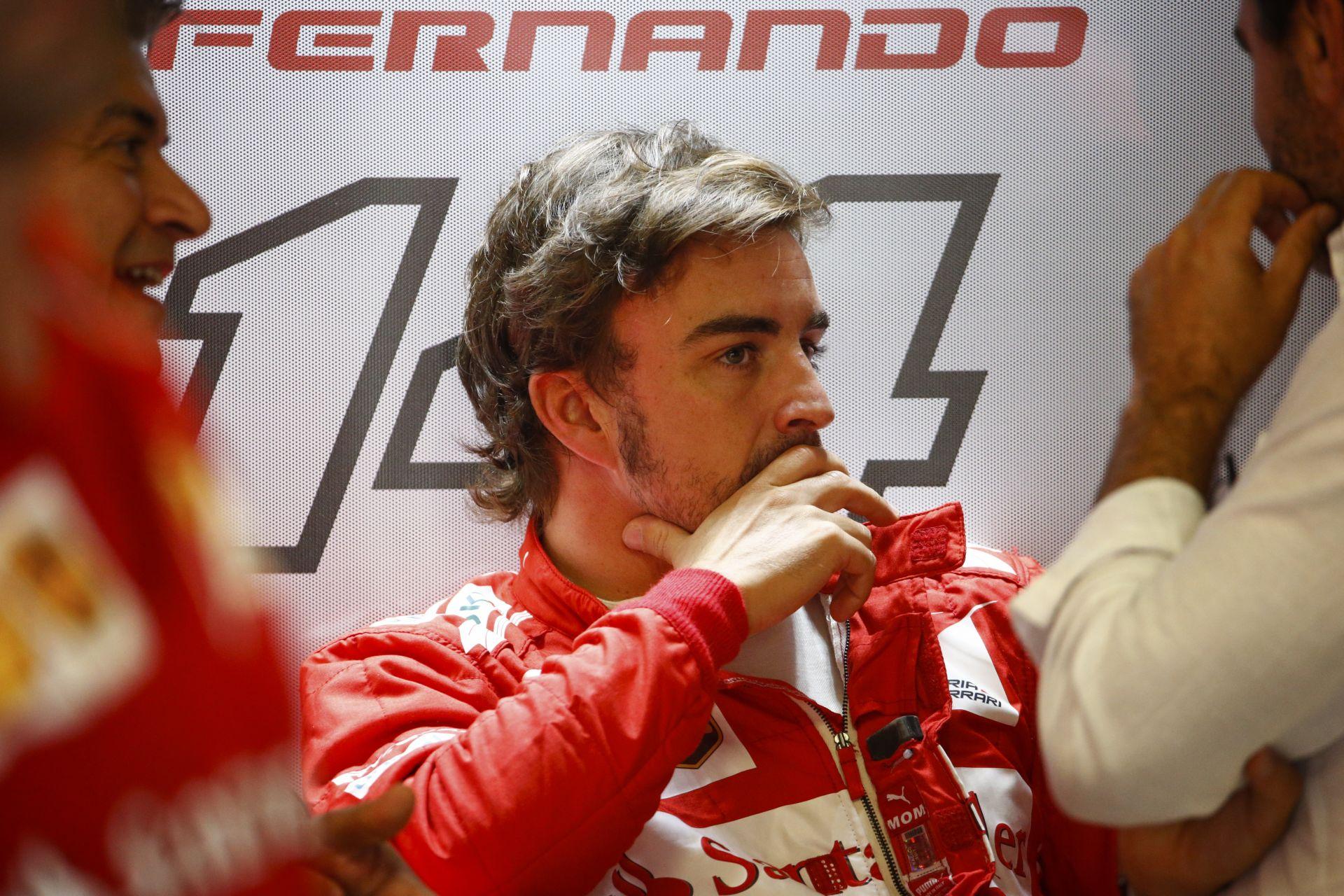 Alonso élete legfontosabb döntése előtt állhat: Elhagyja a Ferrarit, vagy sem?